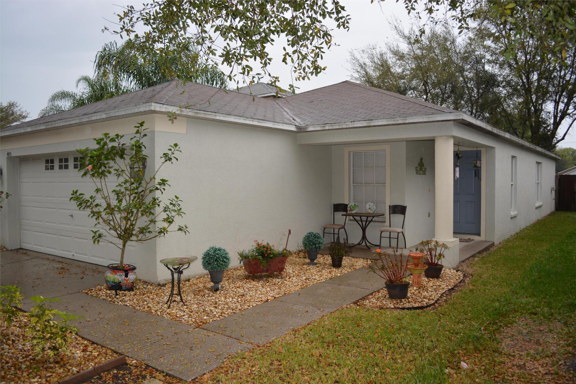 Photo of property: 405 Pine Pointe Court Seffner, FL 33584