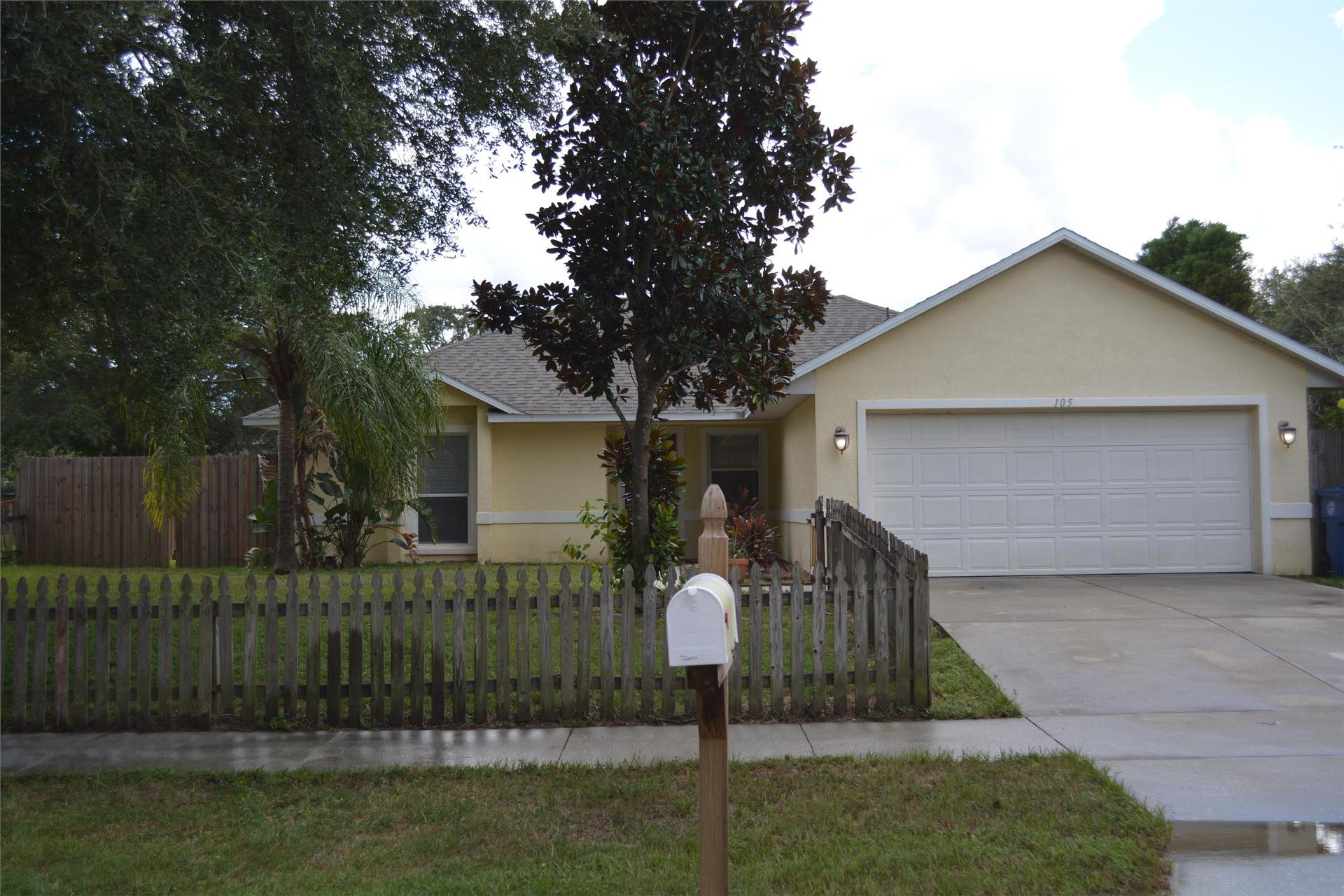 Photo of property: 105 Meadow Glen Ct Minneola, FL 34715