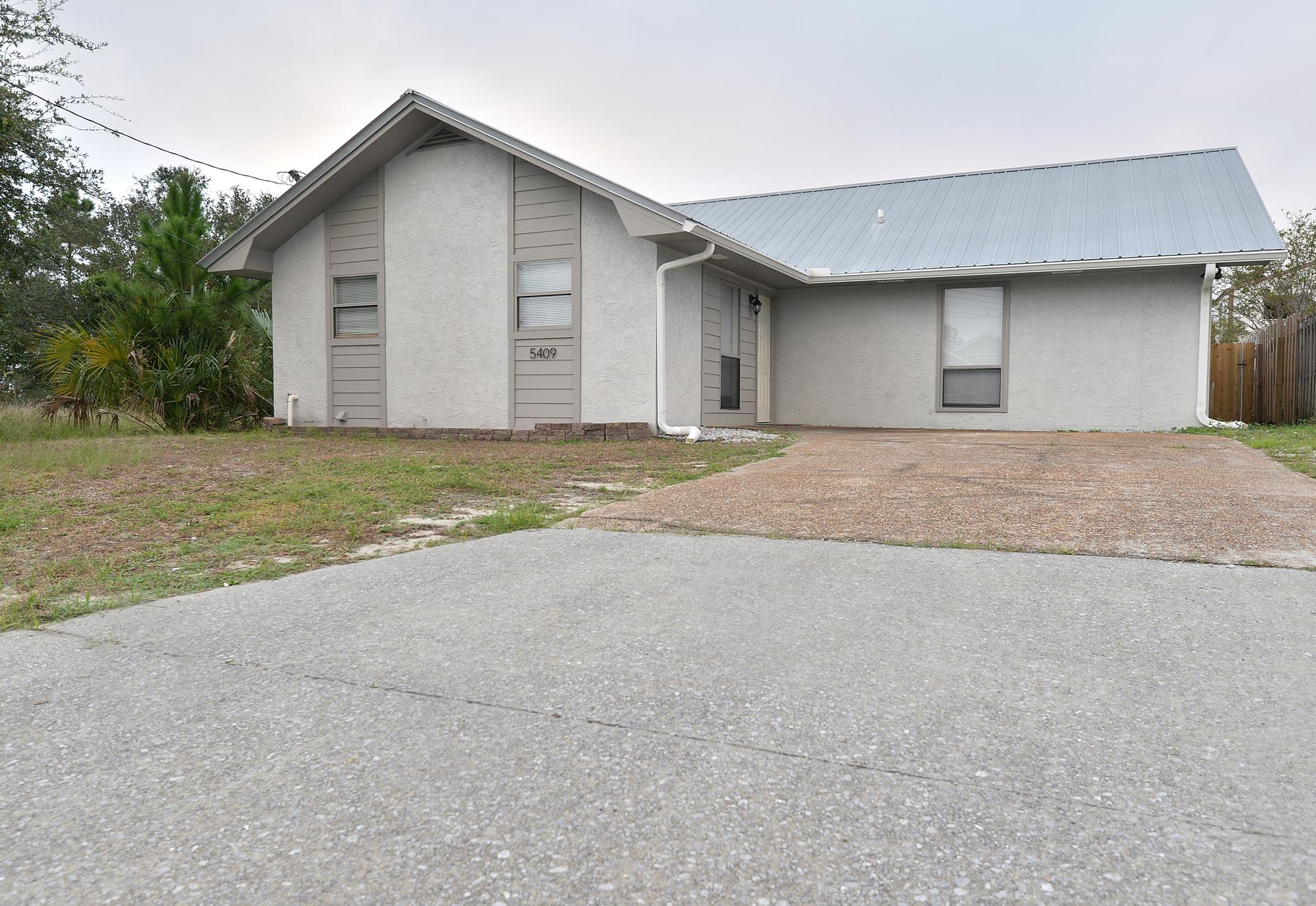 Photo of property: 5409 Pinetree Ave Panama City