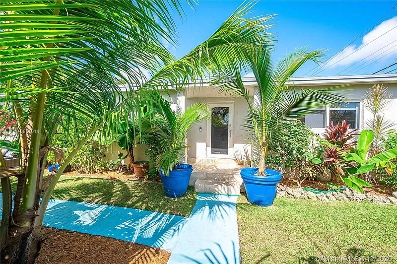 Photo of property: 2401 SW 26th St, Miami, FL 33133